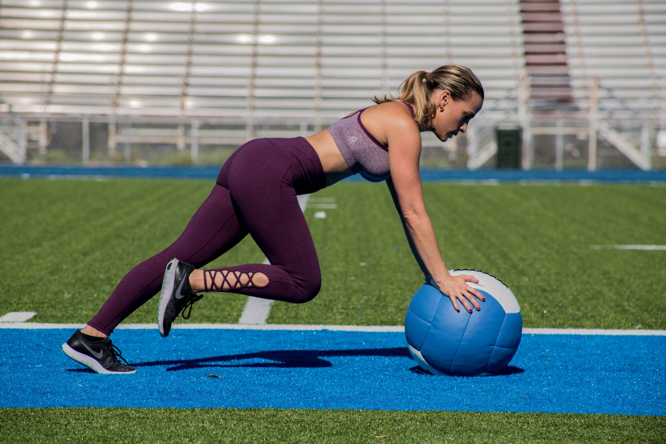 Alexa Lund Fitness training outdoors - Certified Personal Trainer
